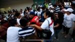 Separados, los activistas del FMLN, de Nayib Bukele y de Michelle Sol regresan al lado de la alcaldía de Nuevo Cuscatlán.