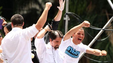 Freddy Guevara, dirigente de Voluntad Popular, se rapó la cabeza en señal de solidaridad con el alcalde Cebellos