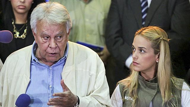 Felipe González se despide de Lilian Tintori, esposa de Leopoldo López