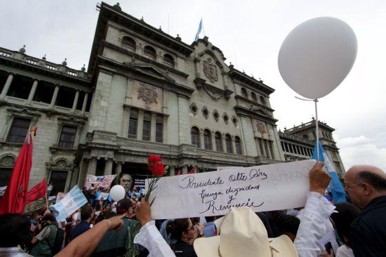Manifestantes en Ciudad de Guatemala / STRINGER (REUTERS)