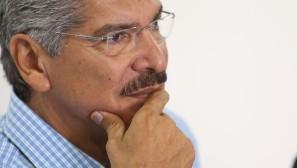 San Salvador, 12 de marzo de 2014 El candidato a la presidencial por ARENA, Norman Quijano, durante la conferencia de prensa donde expresó su descontento por las irregularidades cometidas por el TSE, en el desarrollo del escrutinio final de las elecciones del 9M. Foto D1: Nelson Dueñas