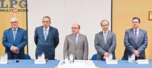 """Apocalípticos"""". Medardo González calificó de """"apocalípticos"""" los """"relatos"""" que hicieron los magistrados salvadoreños en el encuentro en Costa Rica, con la finalidad de recibir los apoyos de diversos países."""