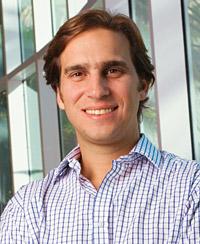 Alejandro Poma dirige la Fundación Poma