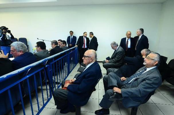 Los abogados de los ocho exfuncionarios procesados expresaron que se había hecho justicia a favor de sus defendidos. foto edh / omar carbonero