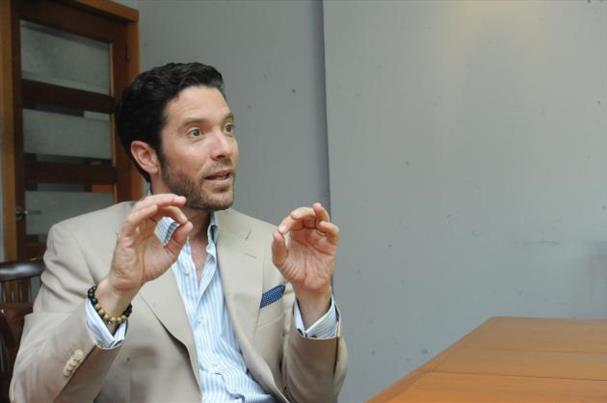 Además de dirigir Inversiones Bolívar, Diego de Sola preside Glasswing International, una ONG que promueve el voluntariado en salud y educación. _Foto Expansión/Lissette Monterrosa.