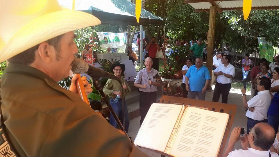 Morazán, 18 julio 2015, cantando con los Torogoces