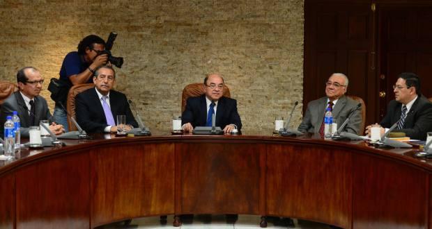 Magistrados Sidney Blanco, FlorentínMeléndez, Armando Pineda, Belarmino Jaime y Rodolfo González, miembros de la Sala. | Foto por Archivo