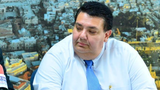 Tharsis Salomon, Ministro de Economía, ha sido demandado por despidos injustificados.