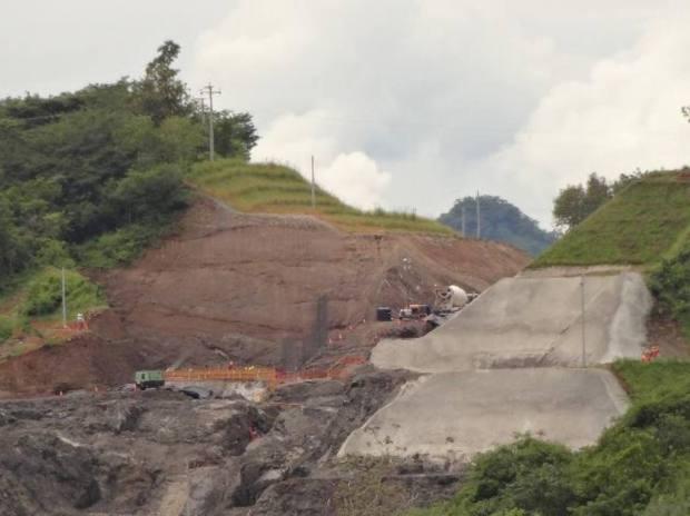 Vista actual del proyecto Expansión presa 5 de Noviembre, ejecutado por CEL y la brasileña Queiroz Galvao. FOTO EDH / jUAN j. mORALES