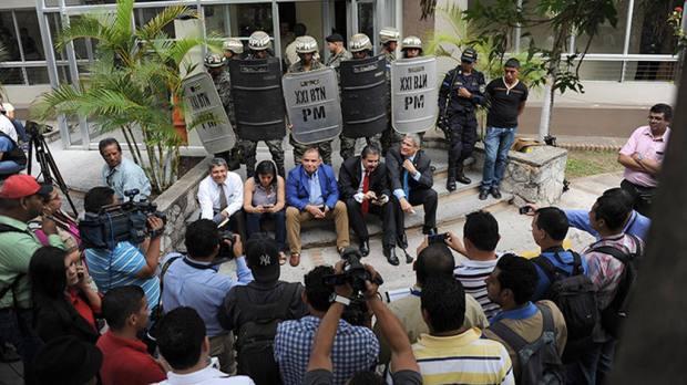 El ex presidente de Honduras Manuel Zelaya  se a visto participar en diferentes marcha en contra de la corrupci—n Foto EDH