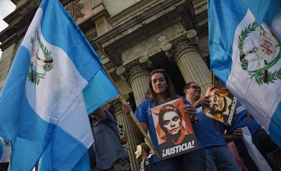 Protesta en Ciudad de Guatemala para pedir la dimisión del presidente Otto Pérez. / Johan Ordóñez (AFP)