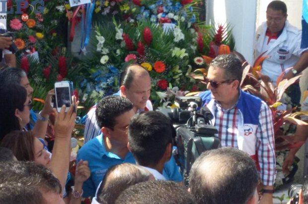 En la actividad participaron varios representantes del partido tricolor para recordar los ideales que motivaron el inicio de ARENA. Foto LPG/M. Velásquez.
