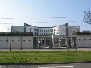 Building of the Attorney General in Karlsruhe. Image: Voskos. Licence: Creative Commons BY 3.0.