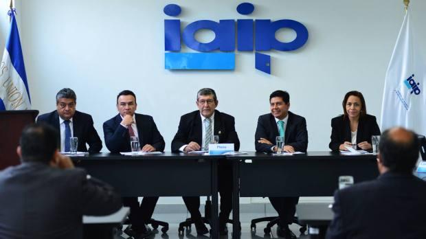 LLos comisionados del IAIP durante la audiencia por el caso, la semana pasada.