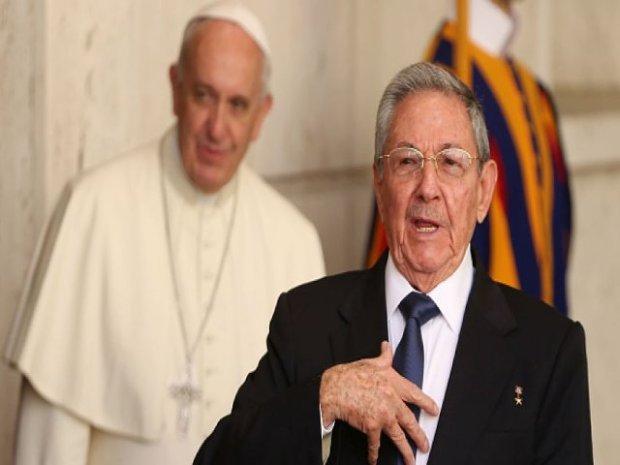 papa-francisco-y-raul-castro-2_995x560