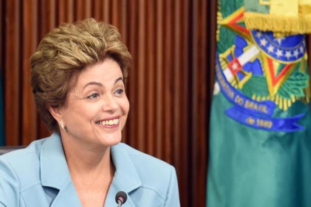 Dilma Rousseff gesticula durante un encuentro en el palacio presidencial de Brasilia. Afp