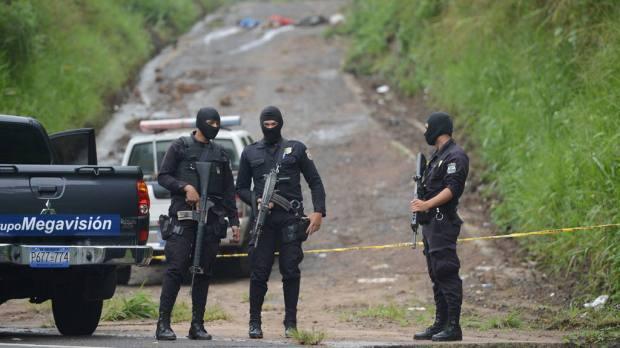 Los cadáveres de los cuatro hombres aparecieron en esta calle vecinal situada en el kilómetro 32 de la carretera Panamericana con evidentes señales de haber sido ejecutados, según... | Foto por DU