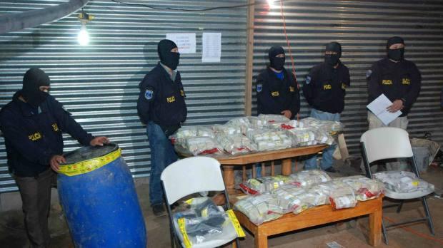 En el 2010, las autoridades encontraron 14.5 millones de dólares en barriles escondidos en La Paz y en La Libertad.