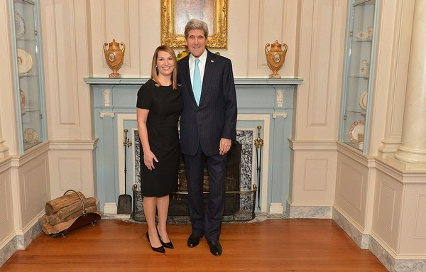 Heather Higginbottom con el secretario de Estado John Kerry
