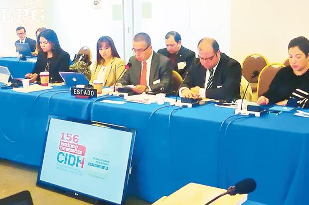 En audiencia. Howard Cotto, subdirector de la PNC, participó en las audiencias en Washington y reconoció el problema de violencia que tiene El Salvador.