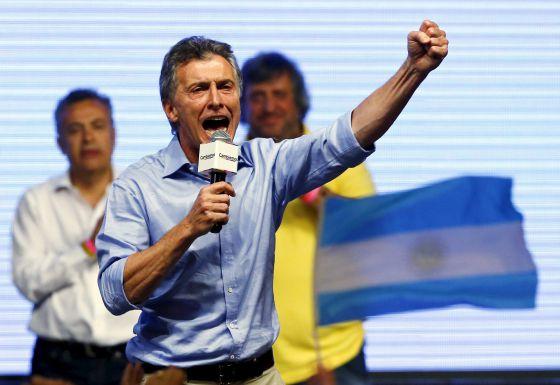 Mauricio Macri celebra su victoria, este domingo en Buenos Aires. / IVAN ALVARADO (REUTERS)