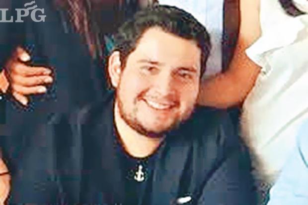 José Carlos Navarro. Es gerente de Búnker, empresa allanada donde fue capturado Ortiz Lara. Navarro está detrás de @payasosingracia en Twitter.