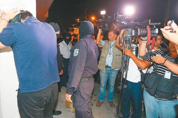 Evidencia. Tras el allanamiento, la Policía recolectó 31 evidencias que serán examinadas por los forenses informáticos de la Fiscalía.