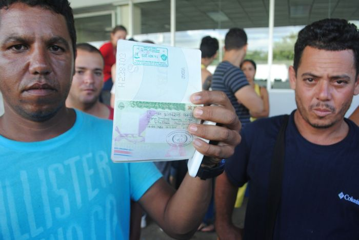 The Cubans are carrying passports and asking Nicaragua to allow them to cross legally
