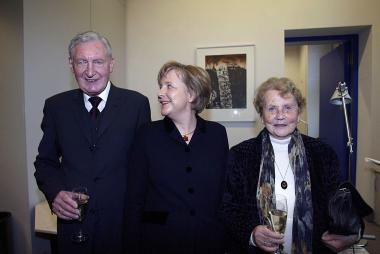Angela Merkel on the eve of her election in 2005 with parents Herlind Kasner, Angela Merkel's mother, from Hamburg. She was a Latin and English teacher. And her father, Horst Kasner, was originally from Berlin. He was a pastor in the Protestant Church in Germany.