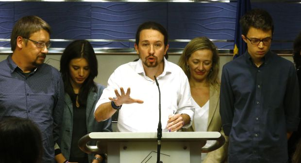Rueda de prensa de Iglesias tras la entrevista con el Rey, el viernes. Bernardo Pérez