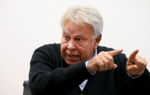 Felipe González, en su despacho en Madrid ULY MARTÍN