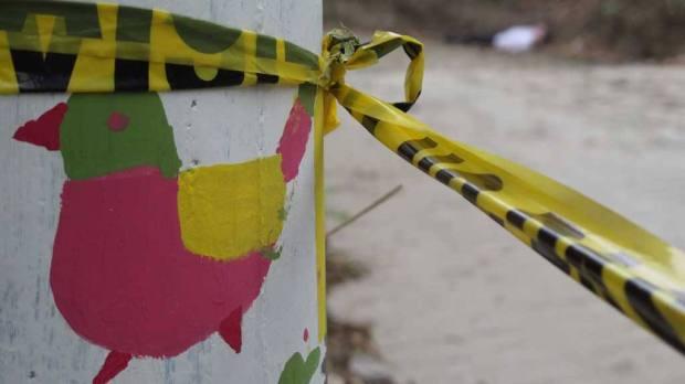 ASESINAN ESTUDIANTE DEL INFRAMEN Carlos Ulises Lopez de 15 años estudiante de primer año de bachillerato del INFRAMEN fue asesinado a balazos en La Calle Principal de el Canton  San Laureano de Ciudad Delgado. Segun se supo la policia logro una captura y esta en la busqueda de pandilleros de la zona acusados del asesinato su madre Idalia Mejica llora la muerte de su hijo.  08032016. Foto/Mas Francisco Campos.