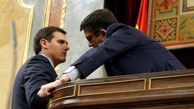 Rivera charla con el presidente del Congreso. Efe