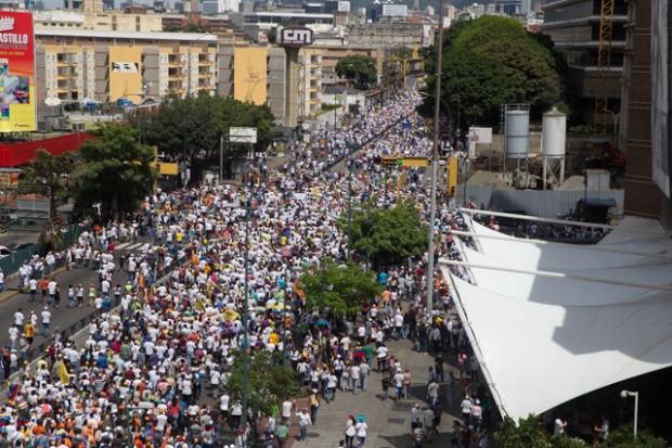La movilización de la oposición en la Av. Francisco de Miranda de Caracas, a la altura del Centro Comercial Líder. ©Fotografía de Diego Vallenilla [1/09/2016].