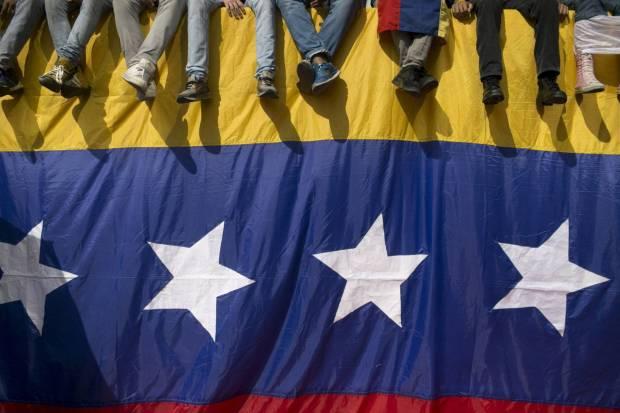 Una bandera venezolana, durante una protesta contra Maduro el día 26. ALEJANDRO CEGARRA (AP)