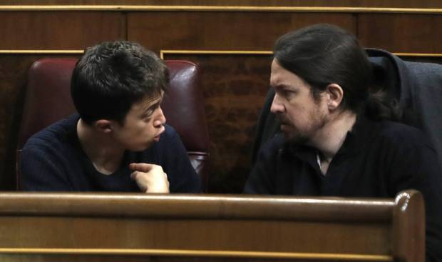 Íñigo Errejón y Pablo Iglesias, en el Congreso de los Diputados. EMILIO NARANJO (EFE)