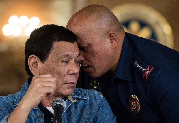 El presidente de Filipinas, Rodrigo Duterte, a la izquierda, con el director de la Policía Nacional, Ronald Dela Rosa, en Manila durante una rueda de prensa, el 30 de enero Credit Noel Celis/Agence France-Presse – Getty Images