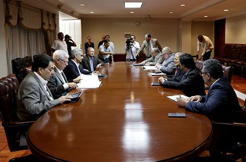 Los 10 caballeros de la mesa redonda