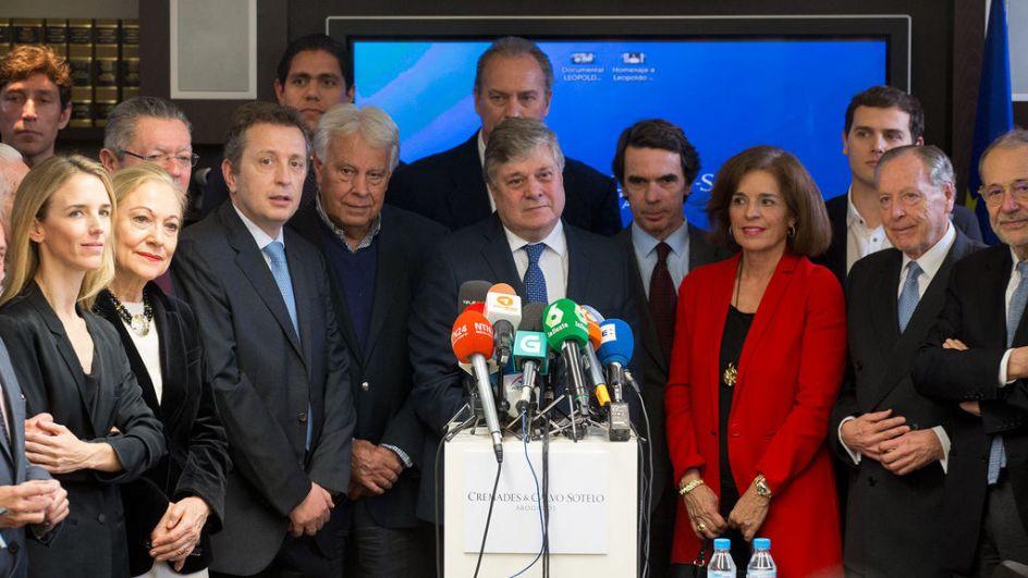 El padre de Leopoldo López, junto a José María Aznar, Ana Botella, Albert Rivera, Felipe González, Alberto Ruiz-Gallardón, entre otros. POOL